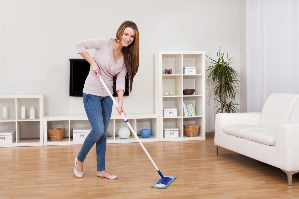 Tools and tricks for hard floor cleaning - tiles and laminate floorings